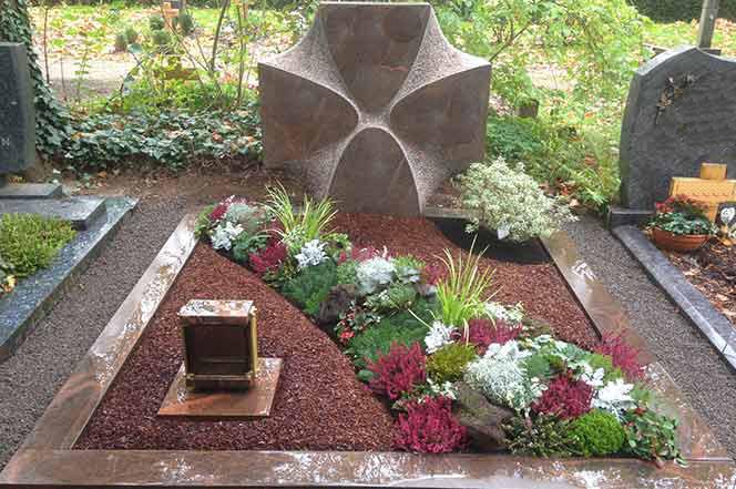 friedhofsg rtnerei blumen may k ln westfriedhof jahres. Black Bedroom Furniture Sets. Home Design Ideas